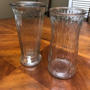 Set of two decorative vases. Dimensions in pics.
